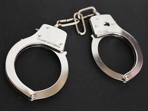 handcuffs-354042_640.jpg